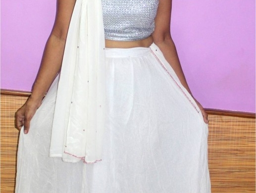 Navratri Day 4 White- Two ways to style your festive outfit!