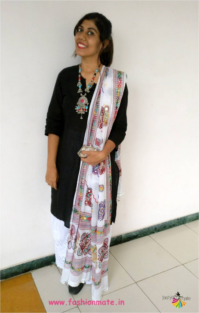 different ways to wear basic black kurta
