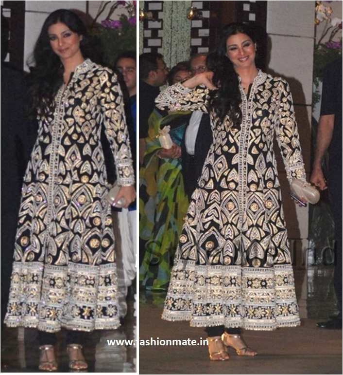 Aishwarya Rai Bachchan Or Tabu Who Flaunts The Designer Abu Jani Sandeep Khosla Outfit Better Fashion Mate Fashion Mate